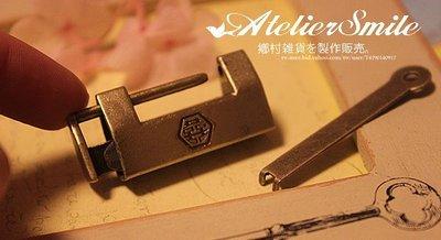 [ Atelier Smile ] 鄉村雜貨 復古作舊鐵製 囍字小鎖 木盒鎖 特殊鎖頭  (現+預)