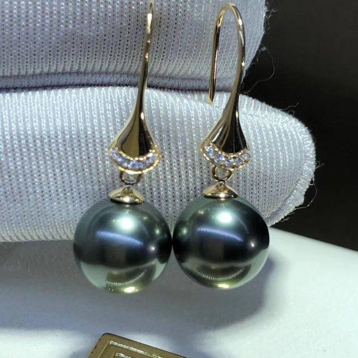 (輕舞飛揚)18k金鑲嵌天然海水大溪地黑珍珠耳墜,頂級珠寶級珠光~珠光寶氣,黑的優雅時尚神祕,珠珠直徑9-10mm,正圓強光微瑕