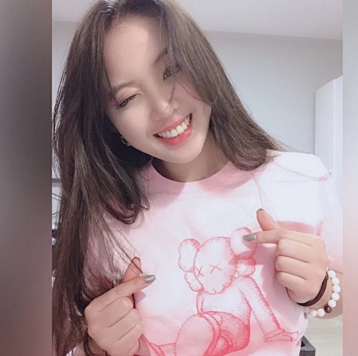 KAWS春夏19SS TAIPEI HOLIDAY台北限定粉色白色短袖男女T恤 tee