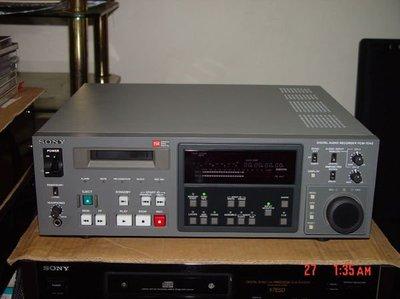 蔡家AV音響精品~音響雜誌裡絕找不到的百萬器材音質實力~日本SONY專業機PCM-7040如新機