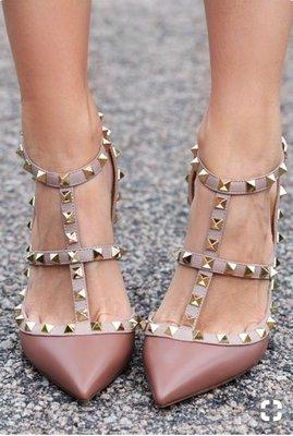 Valentino 汎倫鐵諾 Rockstud Kitten-Heel Pumps 龐克卯釘裸/膚中跟鞋 現貨