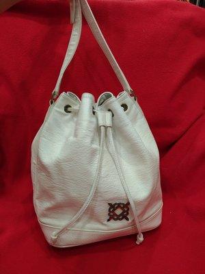 【七彩魚】 KINAZ  米色牛皮束繩桶包  手提包  長背帶斜肩背側肩背