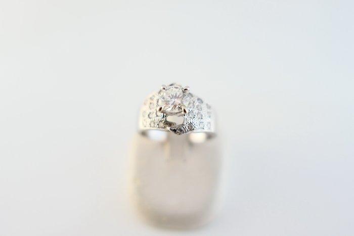 [吉宏精品交流中心]77分 南非天然鑽石 白K金 造型 戒指 鑽戒