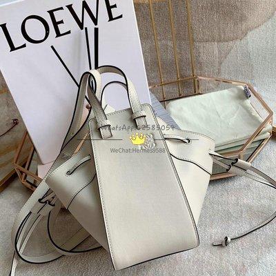 Loewe 塵白色 Mini Hammock Dw Bag 進口小牛皮 上身賊好看[偷笑] 11x19.5x17