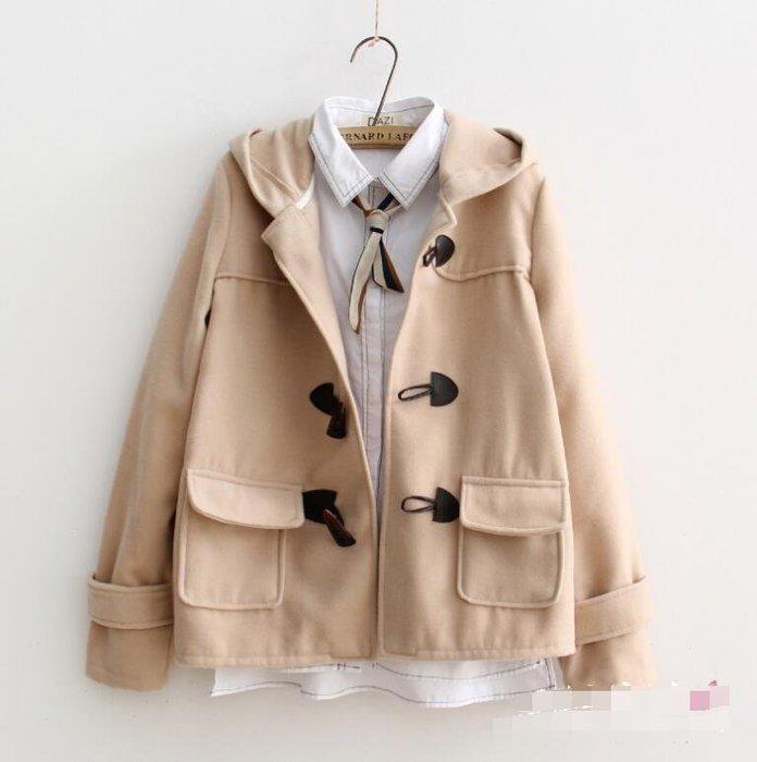 毛呢外套 英倫學院風純色簡約連帽外套 牛角扣毛呢外套 韓版百搭短款呢子大衣—莎芭