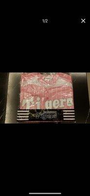 (全新) 阪神 TIGERS 粉紅色棒球衣 尺寸:S 售價:3800 (只有一件)