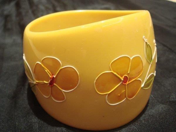賣家珍藏,全新黃色花朵裝飾寬版手環,很細緻,低價起標無底價!本商品免運費!