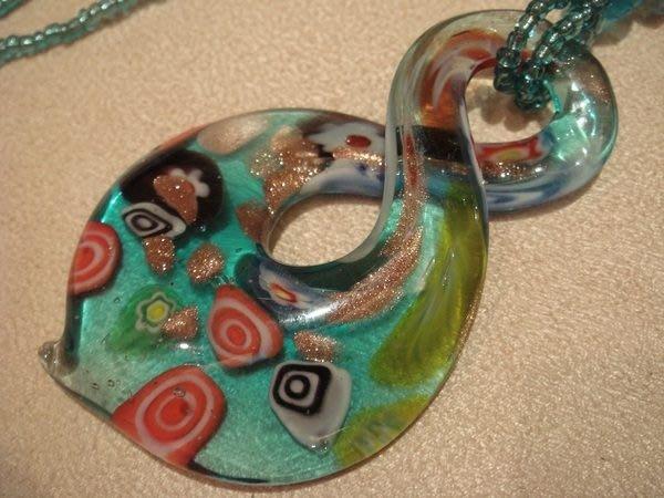全新從未戴過的八字型琉璃項鍊,很細緻很美,低價起標無底價!本商品免運費!