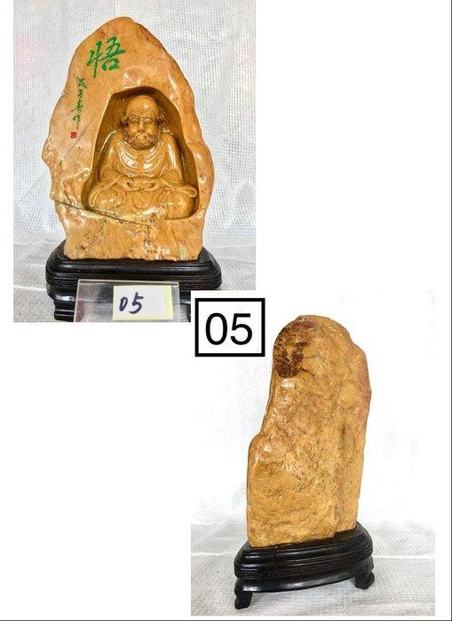 【順昌】《天然壽山石系 牛蛋黃 禪定靜慮、頓悟成佛達摩祖師雕刻(名師親雕) 擺件(擺飾)》 Y171