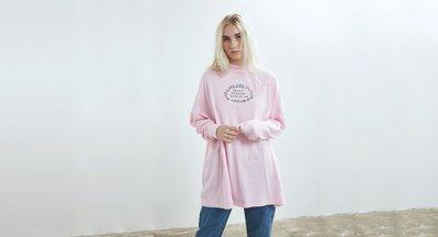 (預購商品) LAZY OAF SOCIALLY AWKWARD 粉紅色 長版 寬版 圓領 長袖 長T 洋裝