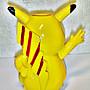 L.(企業寶寶公仔娃娃)少見高約10公分神奇寶貝/皮卡丘造型叉座!--當擺飾亦佳值得收藏!