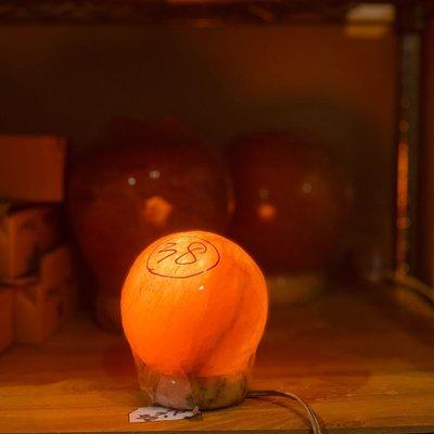 ☆玄呈 鹽燈☆喜馬拉雅山高度純淨鹽晶-天然光能量波動機小圓燈#S38↘$880元磁場能量的平衡~幸福之光