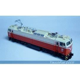 全新【鐵支路限量珍藏】【N】台鐵E200電力機車頭 (有動力)!下標就賣!免運費!