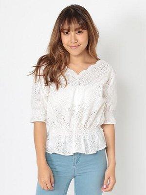 日本專櫃辣妹品牌   雕花白色上衣  簡易大方 好搭配