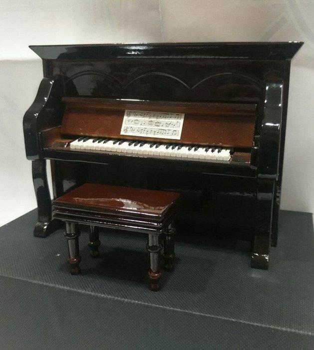 ╰☆美弦樂器☆╯深咖啡色直立鋼琴造型音樂盒
