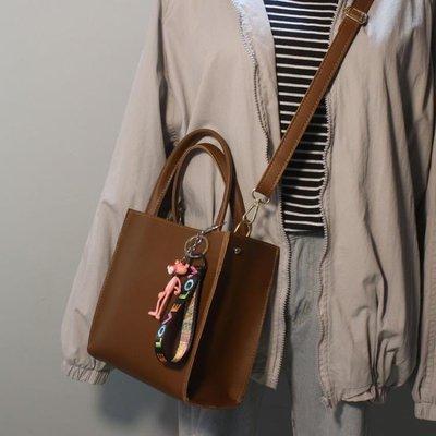 ZIHOPE 斜背包 包包新款韓版簡約百搭時尚卡通吊墜單肩斜跨手提小方包女包潮ZI812