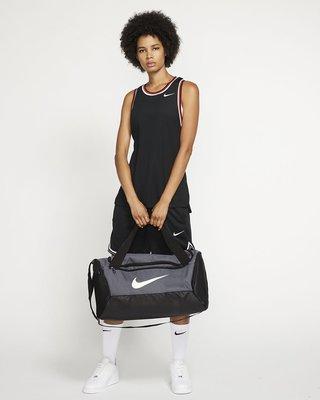 【Drawer】Nike Brasilia 6 Small 行李袋 旅行袋 運動包 健身袋 灰色  BA5957-026