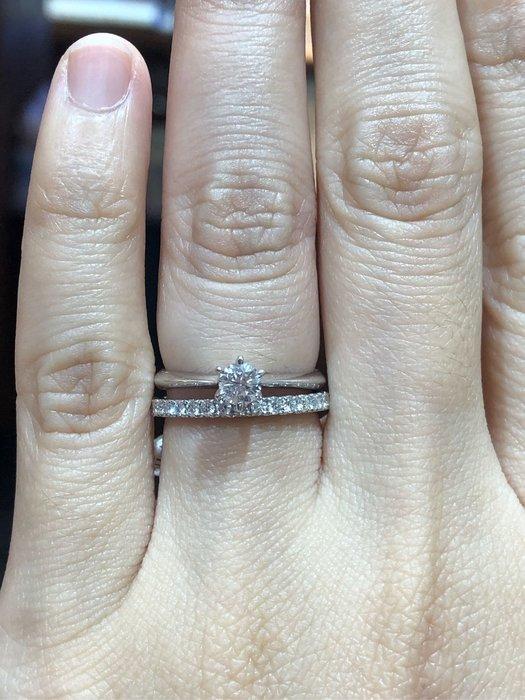 25分天然鑽石戒指,經典六爪款式,超值優惠商品22800,只有一個要買要快,鑽石白又閃亮,最適合當套戒的經典款