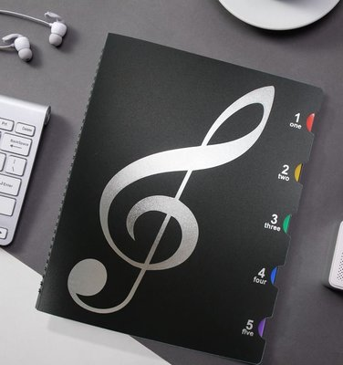 【老羊樂器店】開發票 不反光 樂譜夾 20頁 40面 A4 彩色分頁 資料簿 曲譜本 鋼琴樂譜 文件夾 黑色音符