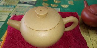 【~Y.W.Y~收藏品】~飲茶人早期收藏~黃泥(缸型壺)~歡迎行家鑑賞實品~Y210