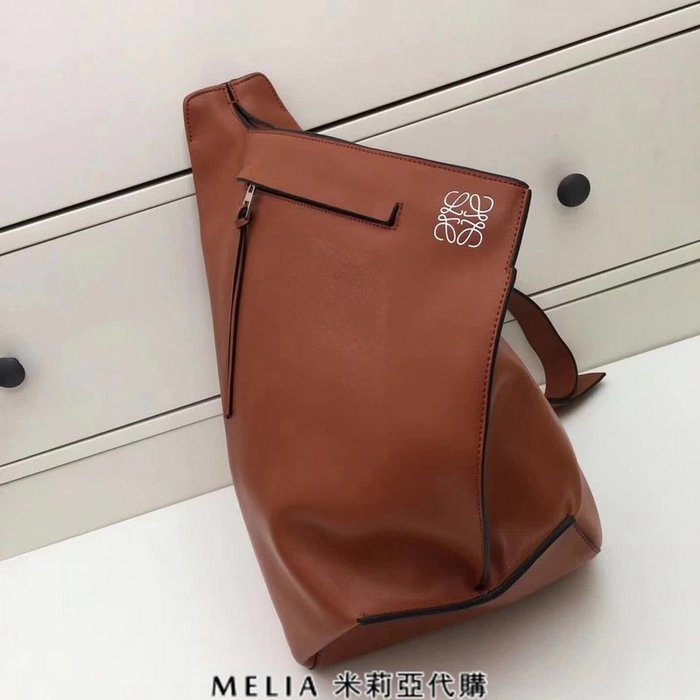 Melia 米莉亞代購 專售正品 2018ss 羅意威 LOEWE 胸包 背包 三角包 咖啡色