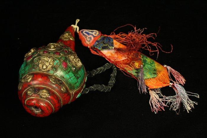 悅年堂 --- 西藏 崁寶石 綠松石 法螺 貝殼
