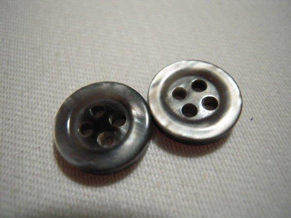 ※布箱子※ 深銀灰雲霧光澤扣(DT227)鈕扣.釦子.扣子~1顆2元~11mm~剩最後3個