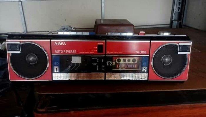 [ov&o] 老AIWA愛華手提收音機 純裝飾收藏