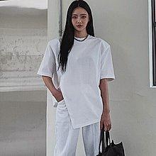 i-Mini 正韓|個性墊肩不規則下擺開衩短袖T恤|2色‧ 韓國連線‧代購‧空運【B02172036CG】