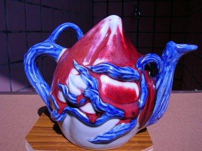 §【紫龍苑~玉器水晶藝品】§~收藏超過25年..早期..老件~*壽桃壺*~有落款