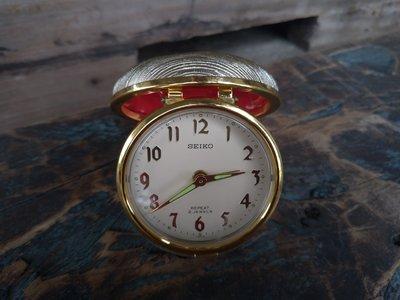 日本製 懷舊 SEIKO REPEAT 2JEWELS 精工 機械式 旅行鬧鐘--功能正常-金色紅色大方少見-具收藏價值