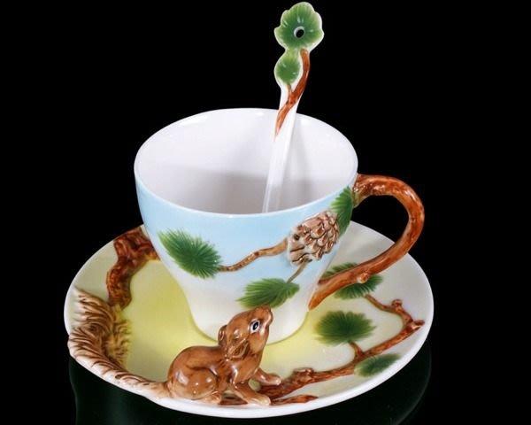 5Cgo【鴿樓】會員有優惠 琺琅瓷 13443520509 松鼠摘果 立體陶瓷杯盤匙組