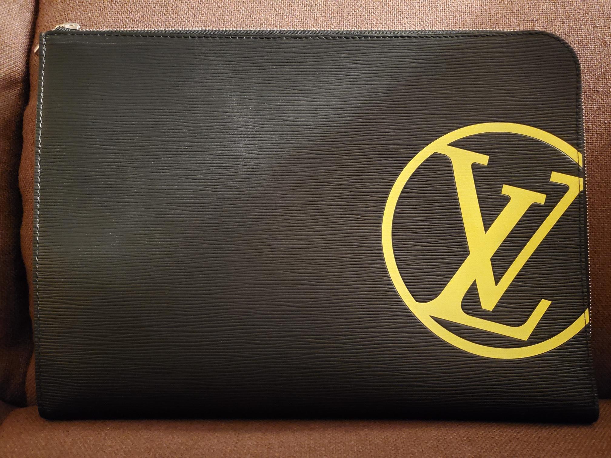 LV 68198手拿包 專櫃全新品 大LV LOGO 款