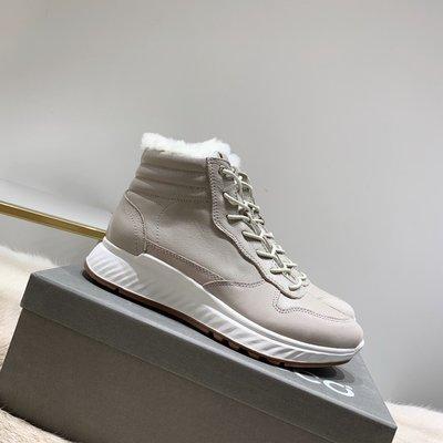ECCO愛步19年最新爆款雪地靴真皮繫帶時尚短靴 米色  35-40
