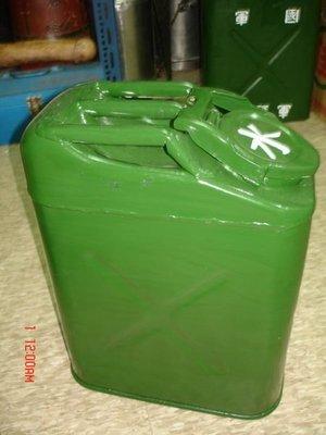 收藏一隻70-80前台灣軍用出產的鋁製水桶--相當的少見