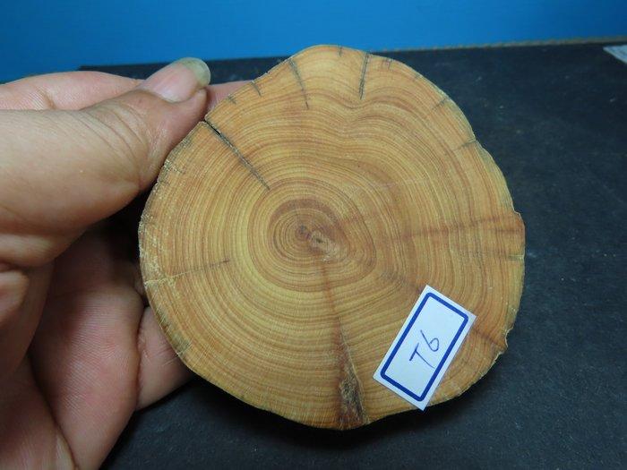 【競標網】高檔天然崖柏原木擺設木座50克(T06)(可當茶杯墊使用)(超低價起標、價高得標、限量一件、標到賺到)