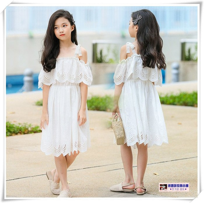 •*~ 辣媽咪衣飾小舖 ~*•❤童裝系列❤X080222韓版大童甜美時尚小公主綁帶吊帶露肩鏤空渡假風蕾絲洋裝