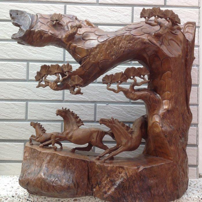 【黑狗兄】台灣牛樟木雕---松下奔馬 ---A6