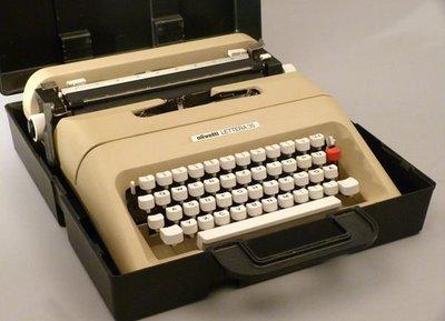 1970s OLIVETTI LETTERA 打字機