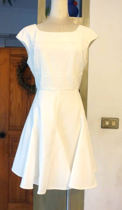 [C.M.平價精品館]L現貨最後一件出清特價/設計師精品專櫃/簡約小方領飄逸大襬八片裙白色無袖洋裝
