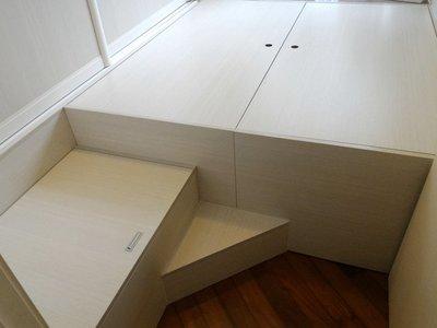 elements-furniture.com 22個色 完全收口,不會有頭髮垃圾掉到牆邊 可加日式搖控電動升降台 訂做地台柜 地台床