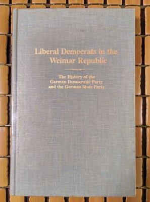 不二書店  liberal democrats in the weimar republic 精裝