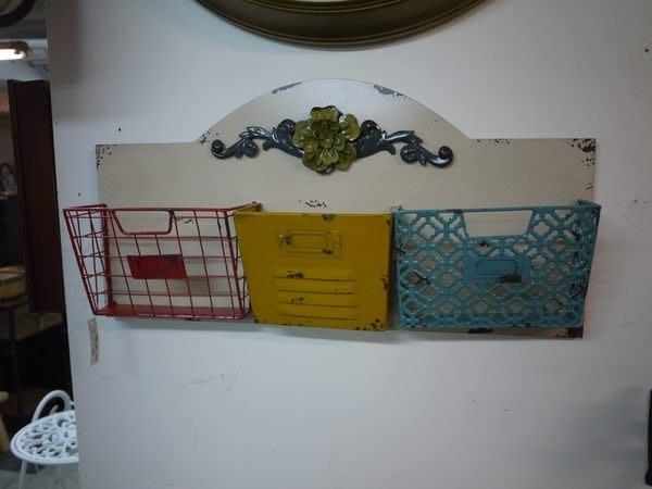 【布拉格歐風傢俱】鄉村花朵復古壁掛收納籃(仿舊餐廳櫥窗展示居家店面掛飾)