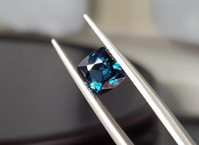 揚邵一品(附權威證)2.18克拉正錫蘭(斯里蘭卡)天然無燒藍綠尖晶石 vvs等級 孔雀藍 上百顆選一