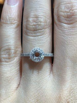 日本進口鉑金鑽石戒指,適合50分鑽石戒台,不用去百貨專櫃花大錢品質一樣好,可任選GIA等級鑽石,超值優惠價23800元