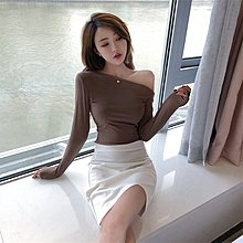 韓版 平口T恤 一字肩 百搭 一字肩 上衣小心機露肩長袖T恤女漏肩內搭打底衫