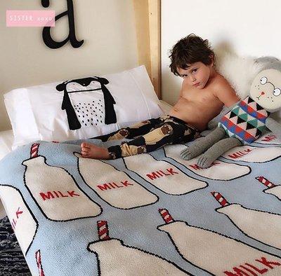 Sis 歐美 北歐質感嬰孩家居用品 童趣 牛奶瓶 嬰兒毯 空調毯 毛毯 滿月禮 月子包 雙面針織 家居飾品