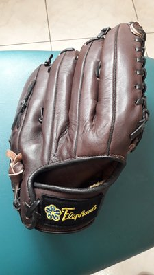 久放9.5新兄弟象隊發行 棒球手套一個~非、實戰球、中華隊、 王建民簽名球 陳金鋒 林智勝 高國輝