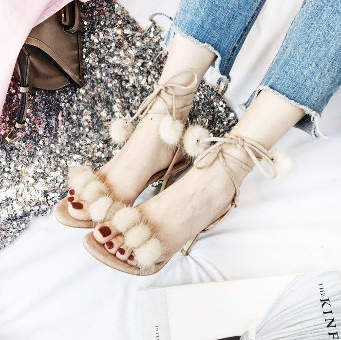 NETSHOP collection 性感度假風一字帶露趾 毛球雪球毛毛 細跟高跟涼鞋 羅馬涼鞋 米駝色