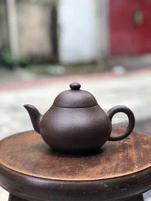 收藏逾30年「中國宜興」四方款~「梨仔皮」紫砂壺(約460cc)